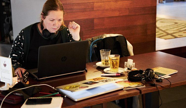 Wil je ruimte? Neem dan een vierpersoonstafel bij Coffee-star Hengelo (Tessa Wiegerinck)