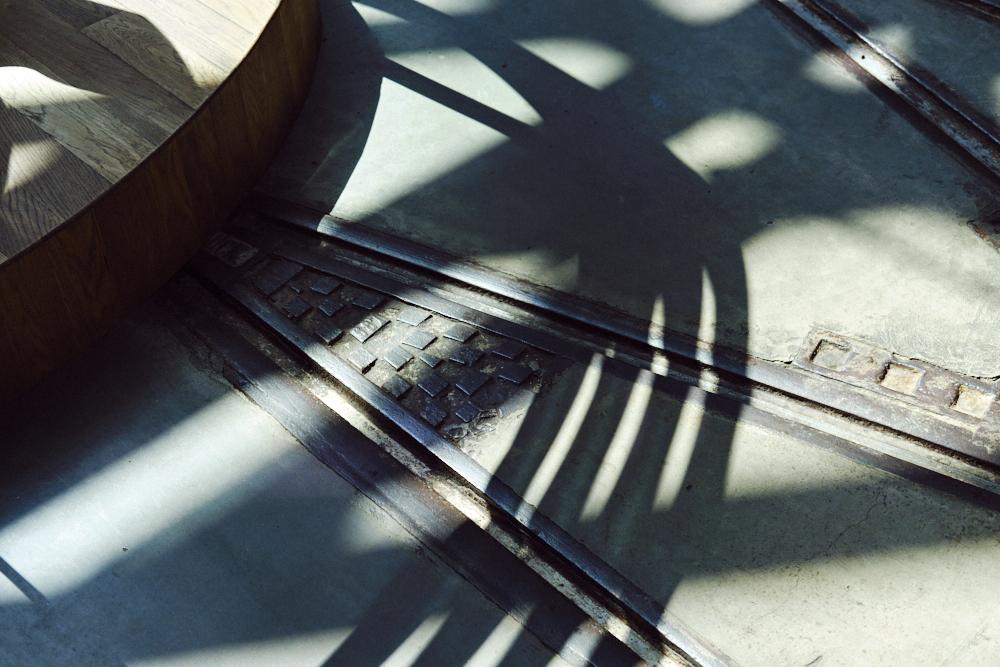 spoorlijnen in flexwerklocatie Kanarieclub Amsterdam (Tessa Wiegerinck(